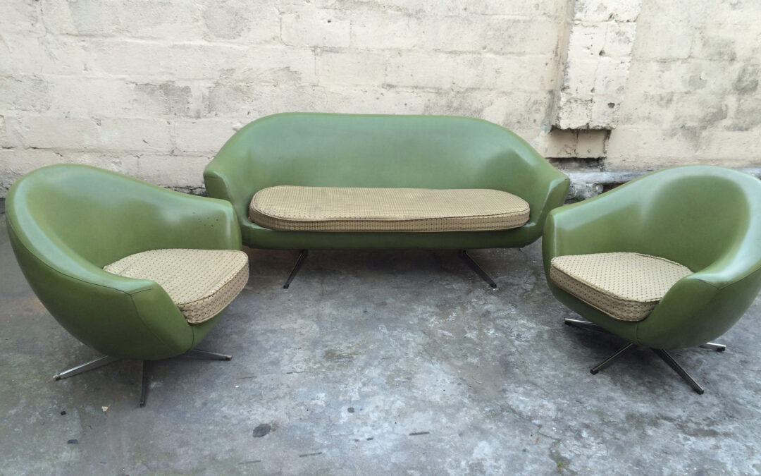 A rare Atomic lounge set. Sold