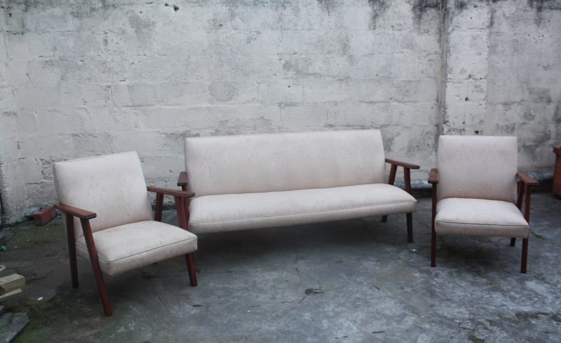 lovely minimalist 3 seater couch with 2 matching armchairs